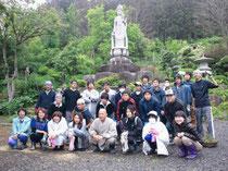 Sizu:徳性寺動物慰霊碑建立場所の確保終了。中央辻住職、前列右菅原桂代表