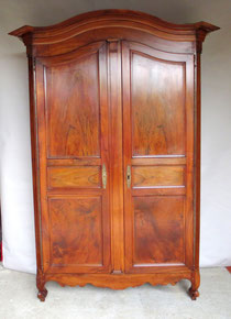 magnifique armoire ancienne en noyer. Black Bedroom Furniture Sets. Home Design Ideas