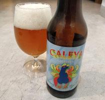 Caleya en Asturias son los caminos y el Pitu Caleya, imagen de esta cervecera, es el pollo que se cria asilvestrado corriendo por ellos!