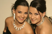 Die Zwillingsschwestern Theresa Grabner, Elisabeth Schwarz