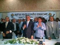Miguel Vargas acompañado del alcalde de Santo Domingo Norte, Francisco Fernández y algunos legisladores