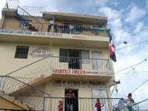 Edificio donde funciona la biblioteca pública del barrio Capotillo