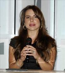 """La actriz mexicana Kate del Castillo, quien protagoniza a una poderosa narcotraficante en una serie televisiva, pidió hoy al capo Joaquín """"el Chapo"""" Guzmán, ayudar a las personas necesitadas y convertirse en héroe (EFE)"""