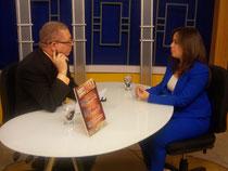 La Licda. Laura Peña Izquierdo, es entrevista por el periodista Balbueno Medina, en el programa Agenda Semanal