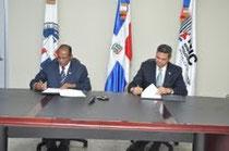 Pedro Esteban Matos, presidente de ICPARD y Vinicio Mella, viceministro de Desarrollo Industrial del MIC 2