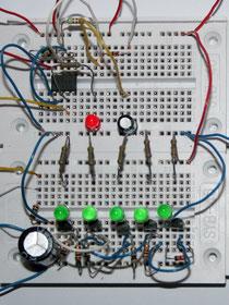 Lauflichtschaltung auf Steckplatinen aufgebaut