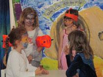 Der Prinzessinnenraub- ein erfundenes Theaterstück von Kindern im Alter von 5-6 Jahren, begleitet von Madlaine Spitschan