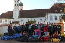 EVB Knaben vor der Jugendherberge in Benediktbeuern
