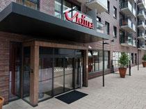 Hoteleingang Adina Hamburg Michel