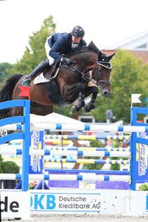 Sieger des Großen Preises der Deutschen Kreditbank AG bei den DKB-Pferdewochen Rostock in Groß Viegeln wurde Felix Hassmann aus Lienen/NRW auf Horse Gym's Quali Quanti. Foto: Pantel