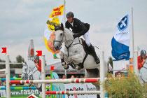 """Mit der neunjährigen französischen Stute Ramona de Flobecq hat André Thieme aus Plau am See den Großen Lübzer Pils-Preis bei der 24. """"Pferd"""" in Mühlengeez gewonnen. Foto: Jutta Wego"""