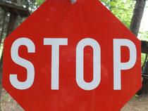 Ein großes Stoppschild in Deiner Vorstellung kann Dir helfen, Störgedanken auszuschalten!