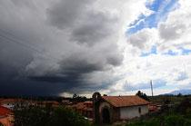 Dunkle Wolken am Himmel, aber auch diese verziehen sich wieder