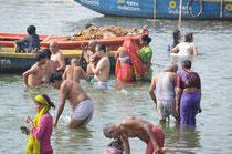 Ein Bad im Ganges ist eines der heiligsten Rituale der Inder.
