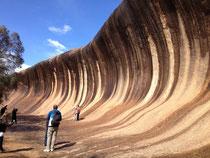 パースから南東へ約350kmにあるWave rock