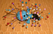 Voodoo Doll de BeatrixBelibaste (Own work) [CC-BY-SA-3.0 (http://creativecommons.org/licenses/by-sa/3.0)], via Wikimedia Commons