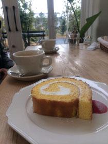 写真は、南区のケーキ屋さん「ファボリ」のロールケーキ