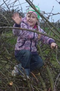 Zweige sammeln fürs Osterfeuer