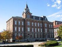 Purdue大学 University Hall (Wikipediaより)