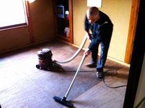 業務用掃除機持参で畳下床をスッキリ掃除