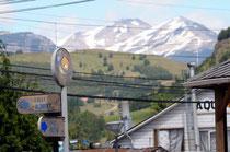Coyhaique: Berge gleich vor den Stadttoren.