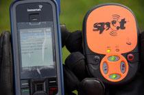 Satelliten-Telefon und (SOS)-Tracker sind (auch) für die (Notfall-)Kommunikation da.