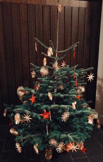 Weihnachtsbaum AG JUKI Freizeit von den Kindern geschmückt