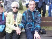Miguel Ángel con su madre.