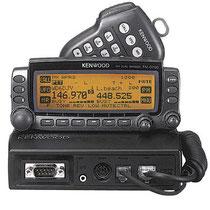 Kenwood TM-D700. Una delle prime radio integrate con il sistema APRS