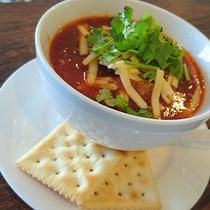 スープは日替わり。写真は人気No.1のスジ肉の濃厚トマトスープ!ライスを追加でリゾットにもなります💕700円(税別)