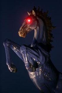 У коня из Денвера ночью светятся глаза