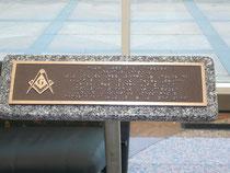Верхняя часть мемориальной доски в Денвере. Кстати, вы случайно не знаете языка пришельцев?