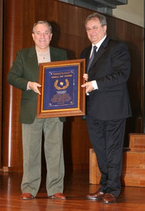 8 Dicembre 2009 - Franco Ludovisi riceve dal Presidente Riccardo Fraccari la targa per l'induzione nella Baseball Hall of Fame