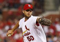 Nella foto Adam Wainwright, il pitcher dei St Louis Cardinals sconfitti dai Red Sox nella gara di questa notte per 3-1