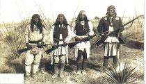 Indiani Apache con il grande Geronimo (il primo sulla destra) Clicca sulla foto per ingrandire