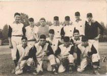 """Una squadra del """"Boschetto"""" primi anni sessanta. Il secono accucciato da destra è Kiko Corradini il grande lanciatore del Bologna e della Nazionale degli anni 70"""