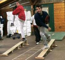 Gianluca e Federico al lavoro sulle pedane di equilibrio