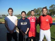 左から伊藤選手、弊社マネジャー青柳、駿太選手、T-岡田選手