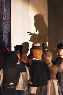 Im Schattenspiel der Krippe tauft Johannes am Jordan Milieukrippe Sankt Maria in Lyskirchen
