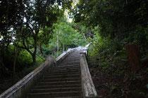 Treppe zur oberen Höhle