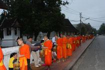 Almosenprozession der Mönche, Luang Prabang