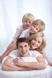 Wie bleiben Zähne und Zahnfleisch ein Leben lang gesund?  Prophylaxe Weiden (© Deklofenak - Fotolia.com)