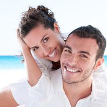 Glänzend reine Zähne, gesundes Zahnfleisch: Ein gutes und sicheres Gefühl! PZR Weiden (© Rido - Fotolia.com)
