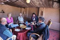 Mittagessen im Berberzelt
