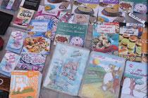 verschiedenste Literatur vorallem für Kinder liegt auf