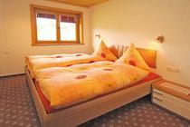 Schlafzimmer im Gästehaus Claudia, Riezlern
