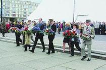 Le dépôt de gerbes par les autorités civiles et militaires (Photo Le Havre Presse)