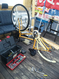 自転車修理実施中