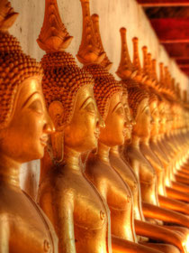 Statuen im Wat Ing Hang Tempel