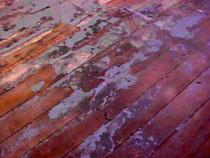 Dielen und Parkett in unterschiedlichen Zuständen, die wir geschliffen und versiegelt haben.